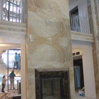 Камин оникс, высота 6.5 м