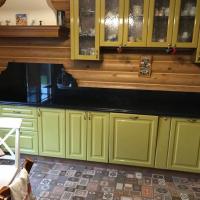 Кухня из натурального камня в частном доме
