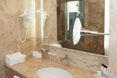 Мрамор Бречия Дамаскато ванная