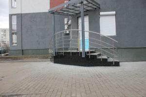 Гранитная лестница лабродарит, корнинский гранит