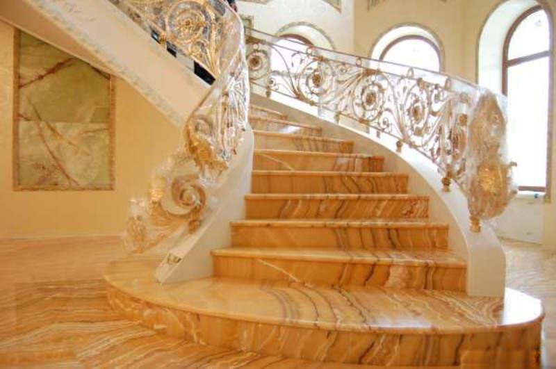 Лестницы из оникса