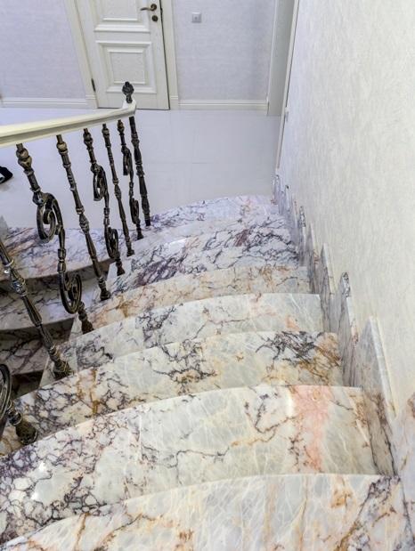 Мраморные лестницы, изготовление под ключ в Москве, области